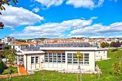 Sonnenkollektoren auf Haus Stockbilder