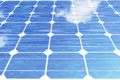 Sonnenkollektoren der Illustration 3D mit Wolken Energie und Strom Alternative Energie, eco oder grüne Generatoren leistung Stockfotos
