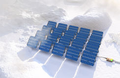 Sonnenkollektoren im Winter Stockbild