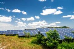 Sonnenkollektoren, photovoltaics, alternative Stromquelle lizenzfreies stockfoto