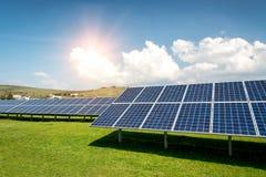 Sonnenkollektoren, photovoltaics, alternative Stromquelle lizenzfreies stockbild