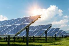 Sonnenkollektoren, photovoltaics, alternative Stromquelle lizenzfreie stockfotografie