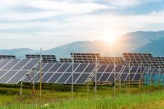 Sonnenkollektoren, photovoltaics, alternative Stromquelle lizenzfreie stockbilder