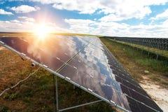 Sonnenkollektoren, photovoltaics, alternative Stromquelle stockfoto