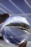 Sonnenkollektoren stellen auf und roof Lizenzfreies Stockfoto