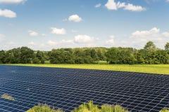 Sonnenkollektorfeld Stockbilder
