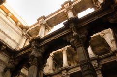 Sonnenlicht auf Adalaj Stepwell in Ahmedabad Stockbilder