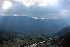 Sonnenlicht auf Paro-Tal in Bhutan Stockbild
