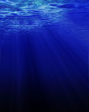 Sonnenlicht durch Wasser Stockfoto