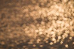 Sonnenlicht-Reflexion im Flussschwarzweiss-Ton Stockbilder