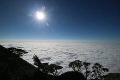 Sonnenlicht- und Wolkenmeer stockfotografie