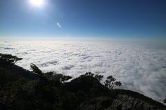 Sonnenlicht- und Wolkenmeer stockfotos