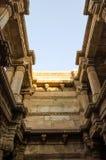Sonnenlicht von Adalaj Stepwell in Ahmedabad Lizenzfreies Stockfoto