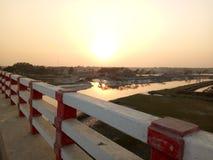 Sonnenlicht von der Brücke lizenzfreies stockbild