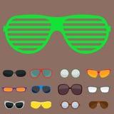 Sonnenschauspielplastikrahmens der Sonnenbrille der Mode vector moderne Brillen des gesetzten zusätzlichen Illustration Lizenzfreie Stockfotos