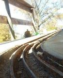 Sonnenschein auf alten Schienensträngen lizenzfreies stockfoto