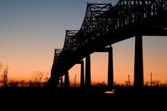 Sonnenschein-Brücke am Sonnenuntergang Lizenzfreie Stockfotos