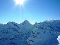 Sonnenschein in den Alpen Stockbilder