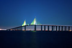 Sonnenschein Skyway Brücke nachts Stockfoto