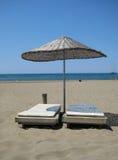 Sonnenschirm auf Strand Stockbilder