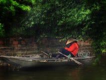 Sonnenschirmboot Fluss-Hanois Vietnam lizenzfreie stockbilder