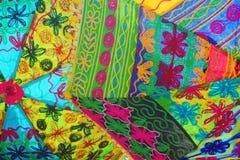 Sonnenschirmmuster des Inders stickte helles Muli-farbiges Gewebe Lizenzfreies Stockfoto