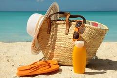 Sonnenschutz auf dem Strand Stockfotos
