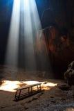 Sonnenstrahl in die Höhle Stockfotos