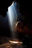 Sonnenstrahl in die Höhle Stockbild
