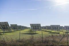 Sonnensystem, Überblick Solarkraftwerk mit aufspürbaren Elementen lizenzfreies stockbild