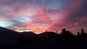 Sonnenuntergänge im Himmel Stockfotos