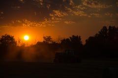 Sonnenuntergang über Ackerland, Deutschland Stockfotos