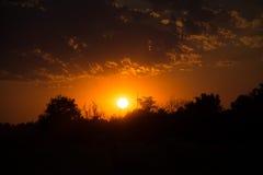 Sonnenuntergang über Ackerland, Deutschland Stockbilder