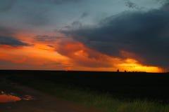 Sonnenuntergang über afrikanischem Bauernhof Lizenzfreies Stockfoto