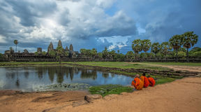 Sonnenuntergang über Angkor Wat Stockfotos