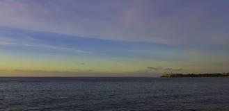Sonnenuntergang über Atlantik mit Morro-Schloss im Hintergrund - Havana, Kuba Lizenzfreie Stockbilder