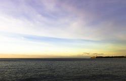 Sonnenuntergang über Atlantik mit Morro-Schloss im Hintergrund - Havana, Kuba Lizenzfreie Stockfotos