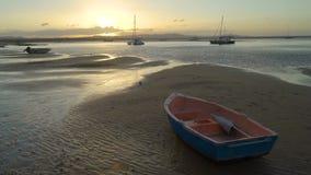 Sonnenuntergang über Barke und Jachthafen in Australien, siebzehn siebzig stock footage