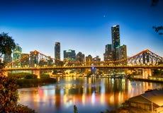 Sonnenuntergang über Brisbane stockbild