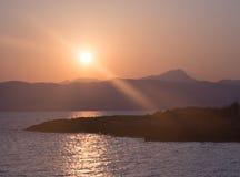 Sonnenuntergang über Bucht. Stockfoto