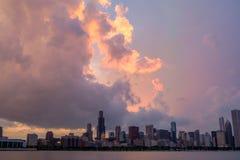 Sonnenuntergang über Chicago-Skylinen Stockbilder