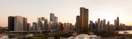 Sonnenuntergang über Chicago vom Marine-Pier Lizenzfreie Stockfotografie