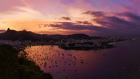 Sonnenuntergang über Copacabana Stockfotografie