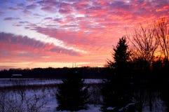 Sonnenuntergang über dem Bauernhof Lizenzfreies Stockbild