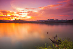 Sonnenuntergang über dem Berg Stockbilder