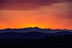 Sonnenuntergang über dem Berg Lizenzfreie Stockfotografie