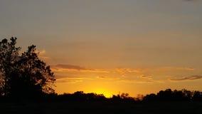 Sonnenuntergang über dem Feld Lizenzfreies Stockbild