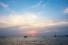 Sonnenuntergang über dem Golf von Thailand Lizenzfreie Stockfotos