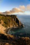 Sonnenuntergang über dem großen Sur - dem Kalifornien Lizenzfreie Stockfotos