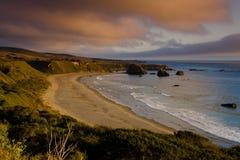 Sonnenuntergang über dem großen Sur - dem Kalifornien Stockbild